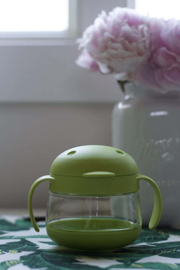 UBBI TWEAT SNACK CONTAINER REVIEW A review of our go to snack container for toddlers, the Ubbi tweet snack container.